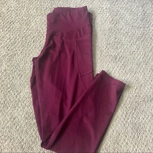 maroon cropped leggings with side pockets